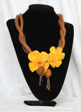 Colier lana impaslita , unicat, handmade, Galben -Auriu