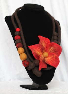 Colier / brau din lana impaslita , unicat, handmade, Rosu-Maro