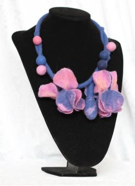 Colier lana impaslita , unicat, handmade, Irisii Ciclam-Indigo