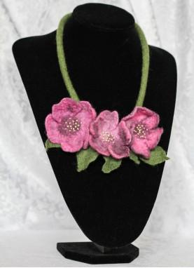 Colier lana impaslita , unicat, handmade,  Anemoniile Mov