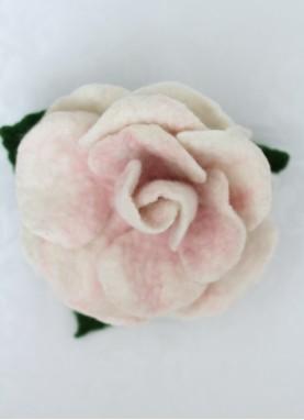 Clama de par cu flori din lana impaslita, handmade,unicat, Trandafirul Roz