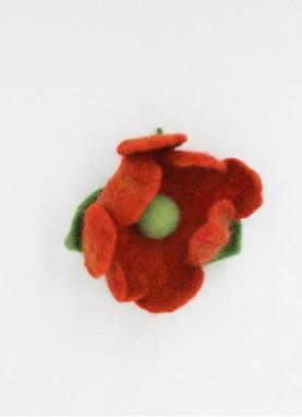 Brosa din lana impaslita, unicat,  handmade,  Floarea  Nufarul