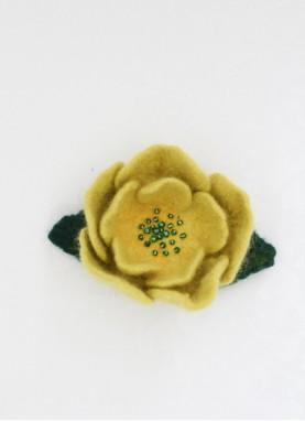 Brosa din lana impaslita, unicat,  handmade,  Floare de Mustar